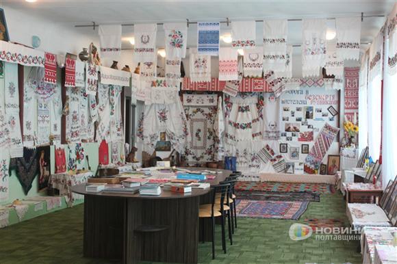 poltavskij-rajonnyij-muzej-rushnika-5.jpg.dbc03f2f287ff34d3a09bbc16a63af33