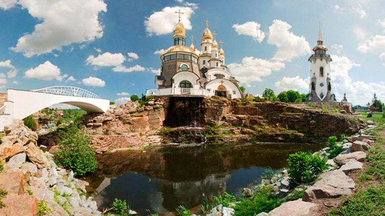 06-Krasivye-neobychnye-mesta-dlya-svadebnykh-fotosessiy-Kiev-i-oblast-landshaftnyy-park-v-sele-Buki